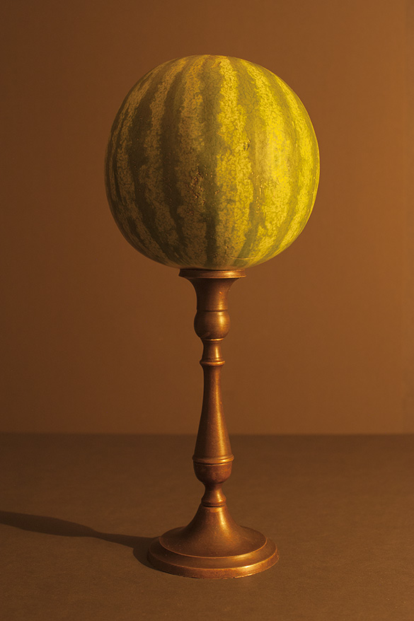 watermeloen aangelicht door kaarslicht