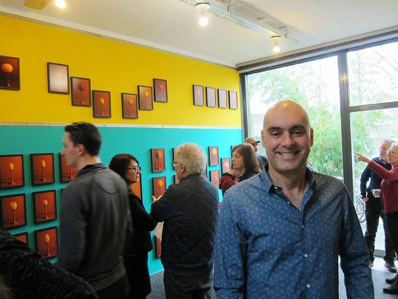 Expositie Grafic Art Room Rode kool met bloedworst met glimlachende Frank van Bezouw
