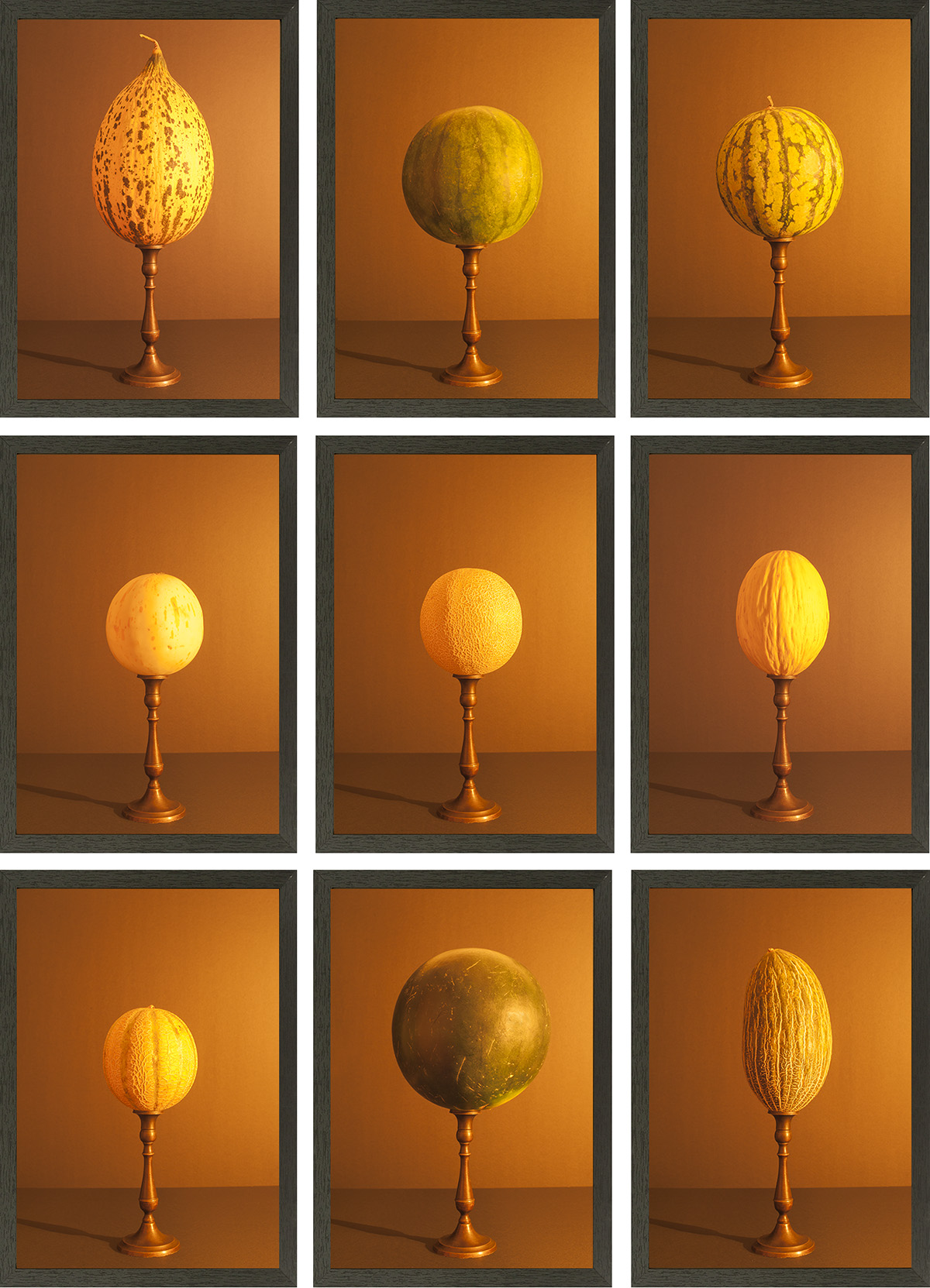 9 meloenen aangelicht met kaarslicht