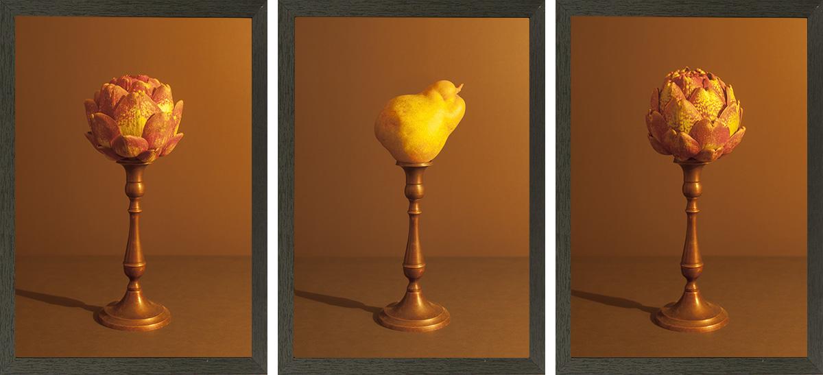 drieluik met twee peren en artisjok aangelicht met kaarslicht