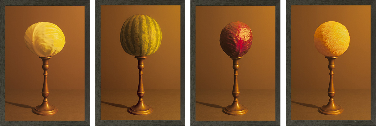 Bolvormige groeten en fruit aangelicht door kaarslicht