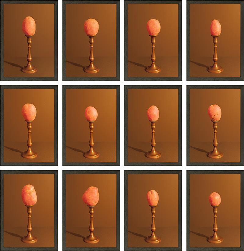 grid van 12 rode aardappelen door kaarslicht belicht