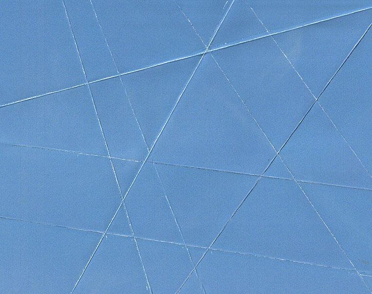 foto van strakblauwe lucht vouwlijnen in gemaakt