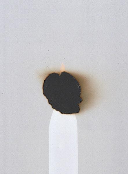gat gebrand op plaats van kaarsvlam in fotopapier