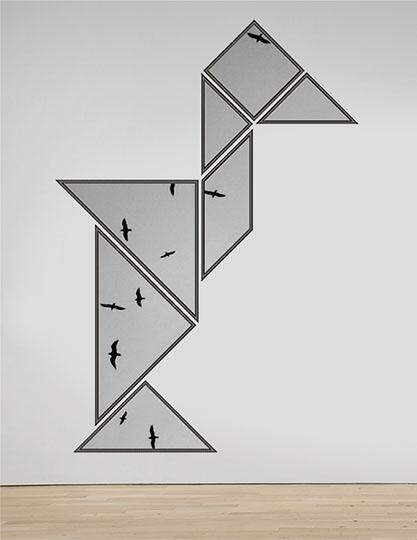 vliegende vogels in een tangram constructie in een denkbeeldige galerie